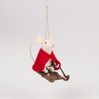 Julkula mus på släde