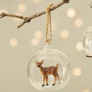 Julgranskula i glas med bambi