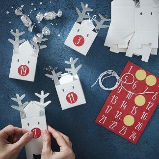 24 stk Vita Renar Advents-Askar / Julkalender med Klistermärken och och Snöre