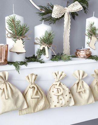 24 stk Beige Advents-Påsar / Julkalender med Tal i Trä och Rep